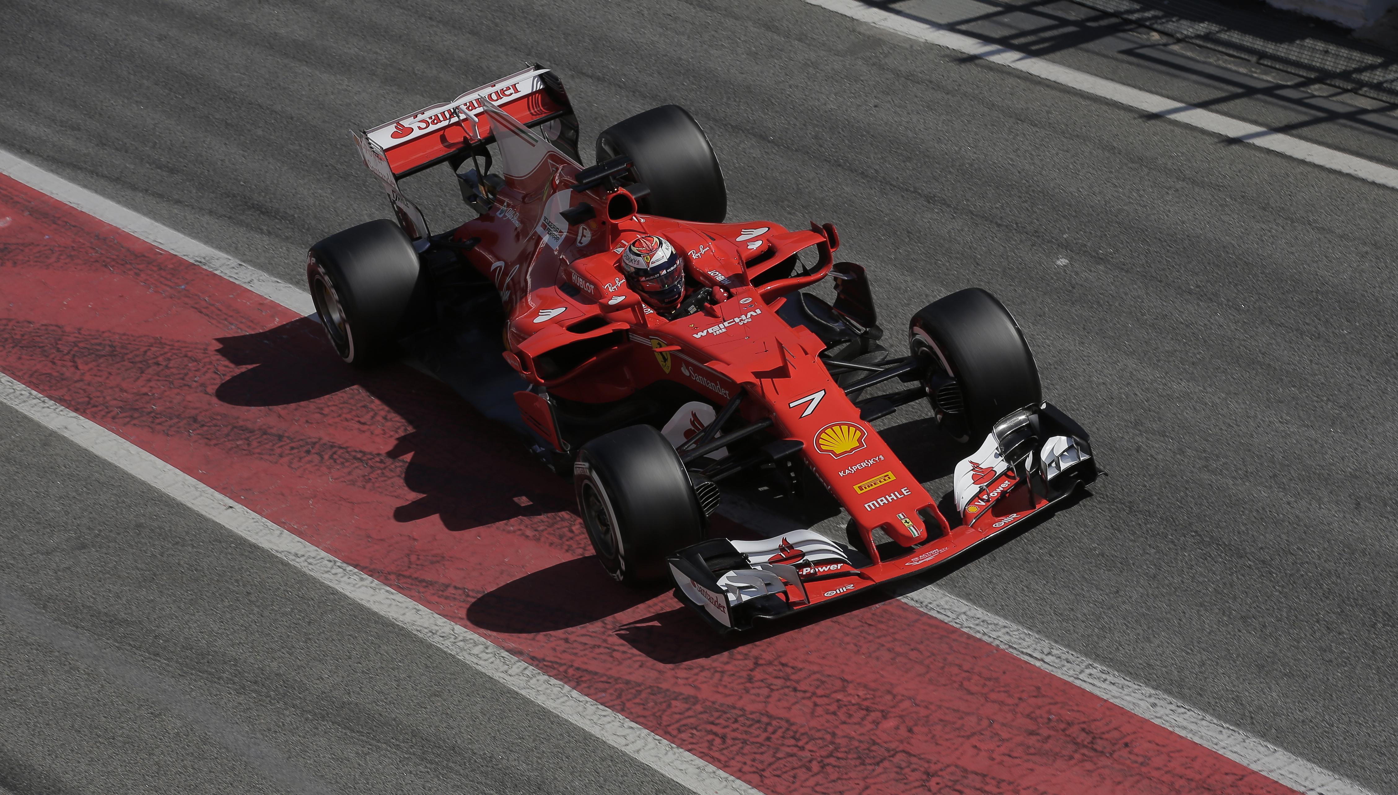"""Фетел вярва, че """"Ферари"""" може да спечели титлата"""
