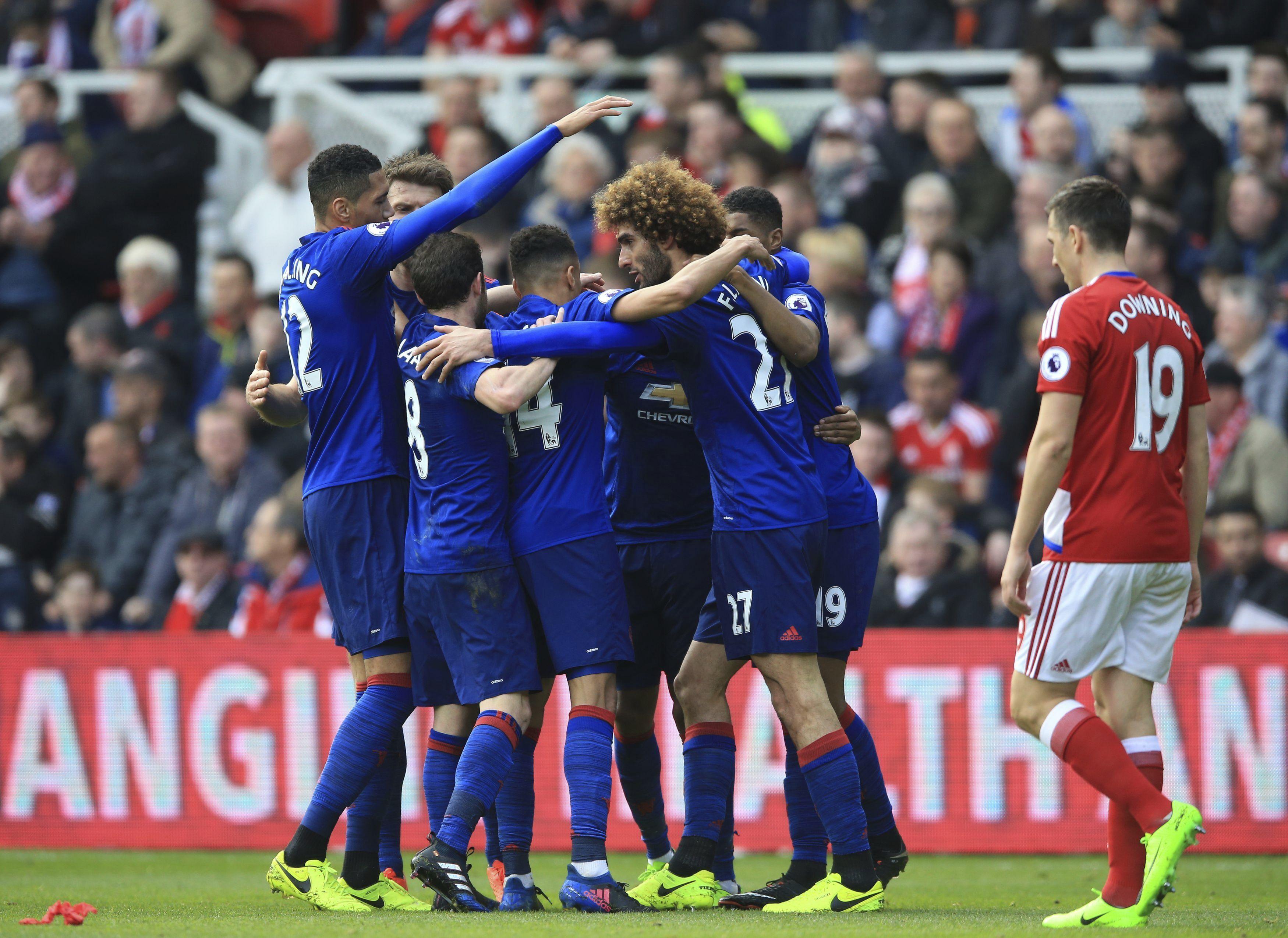 """""""Юнайтед"""" мръдна от шестата позиция в Англия"""