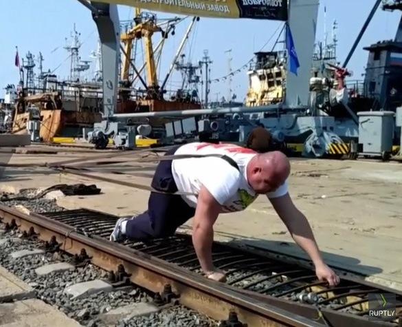 Руснак премести кран с над 300 тона (Видео)