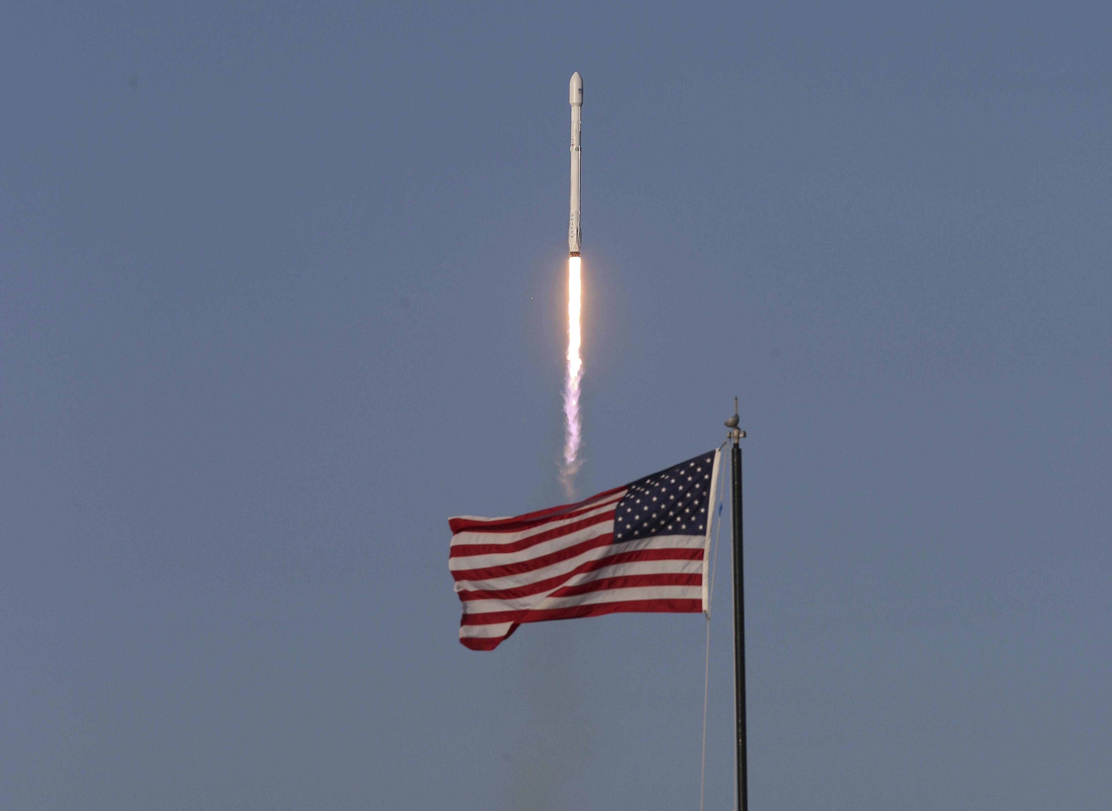 SpaceX с 6 изстрелвания през април