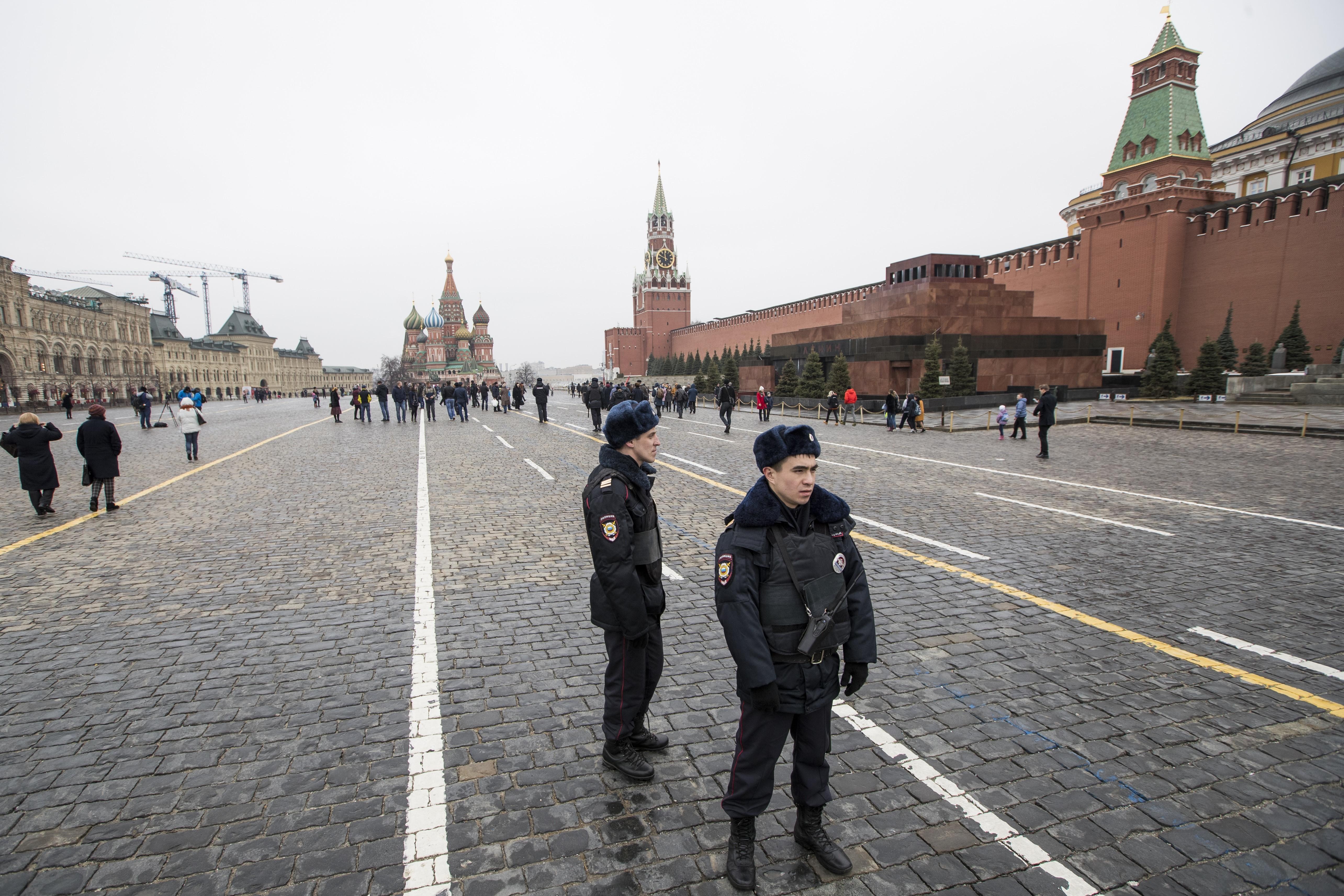 Москва прати до Лондон и Париж списъци с въпроси за Скрипал