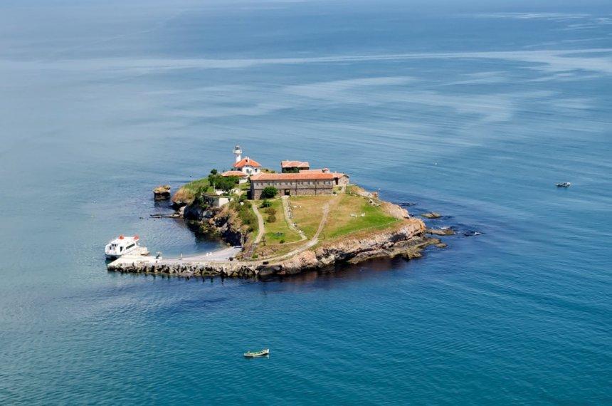 """Разходки с корабчето до остров """"Света Анастасия"""