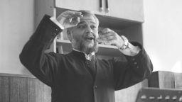 Старозагорският митрополит Киприан дирижира Реквием на Моцарт
