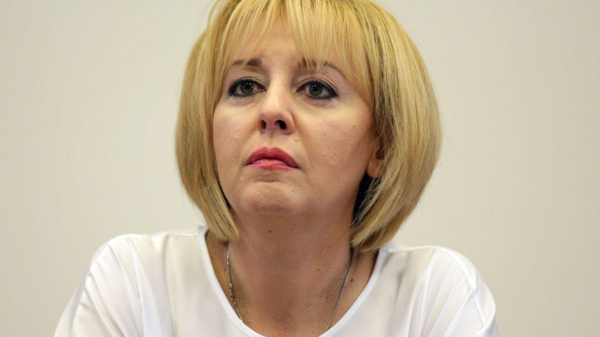Манолова отиде при протестиращите, иска обезщетение за всяко убито прасе