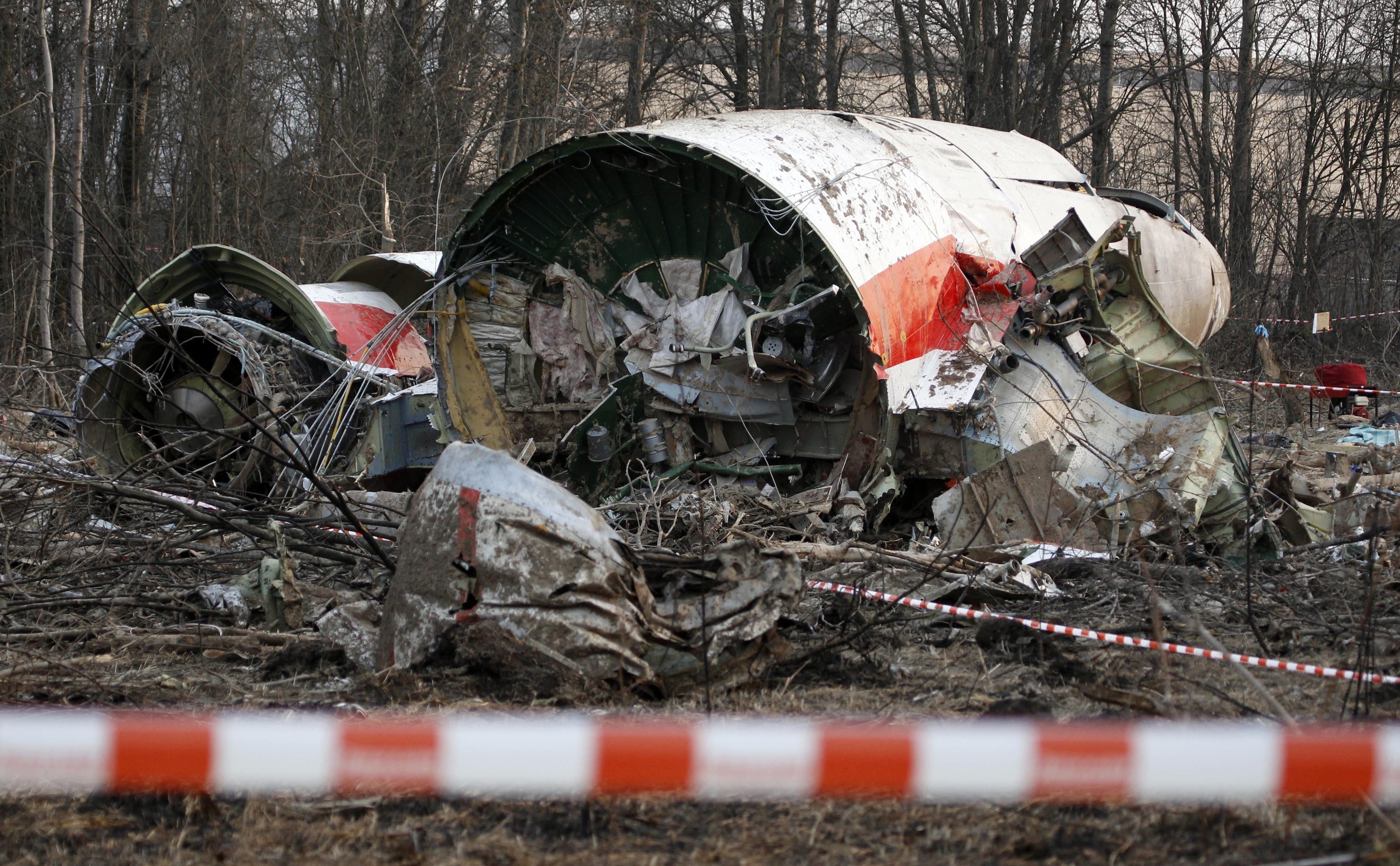 Самолетът с Лех Качински се разпаднал още във въздуха