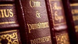 """Първото англоезично издание на """"Престъпление и наказание"""" открито в кутия със стари книги"""