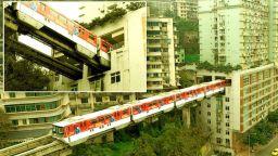 Няма нужда да гоните влака, ако живеете в тази сграда. Той идва при вас