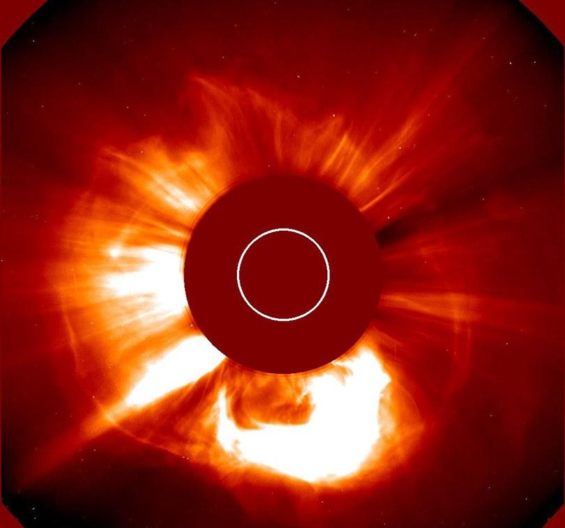 НАСА регистрира мощно слънчево изригване