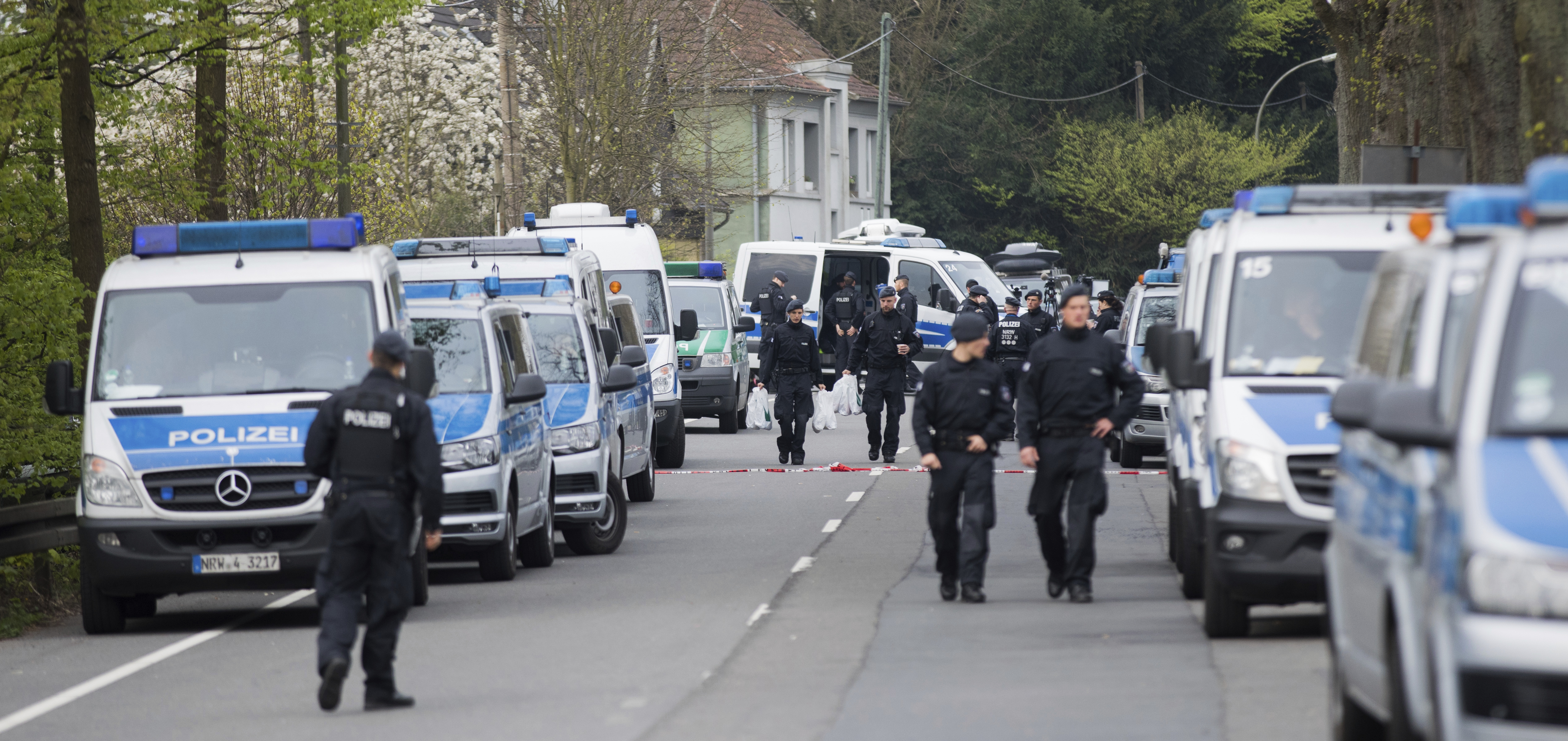 Близо 200 полицаи атакуваха офисите на Порше в Германия