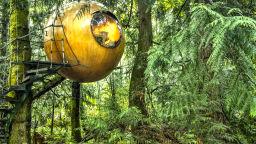 Архитектът Том Чадли окачи хотелски стаи по дърветата