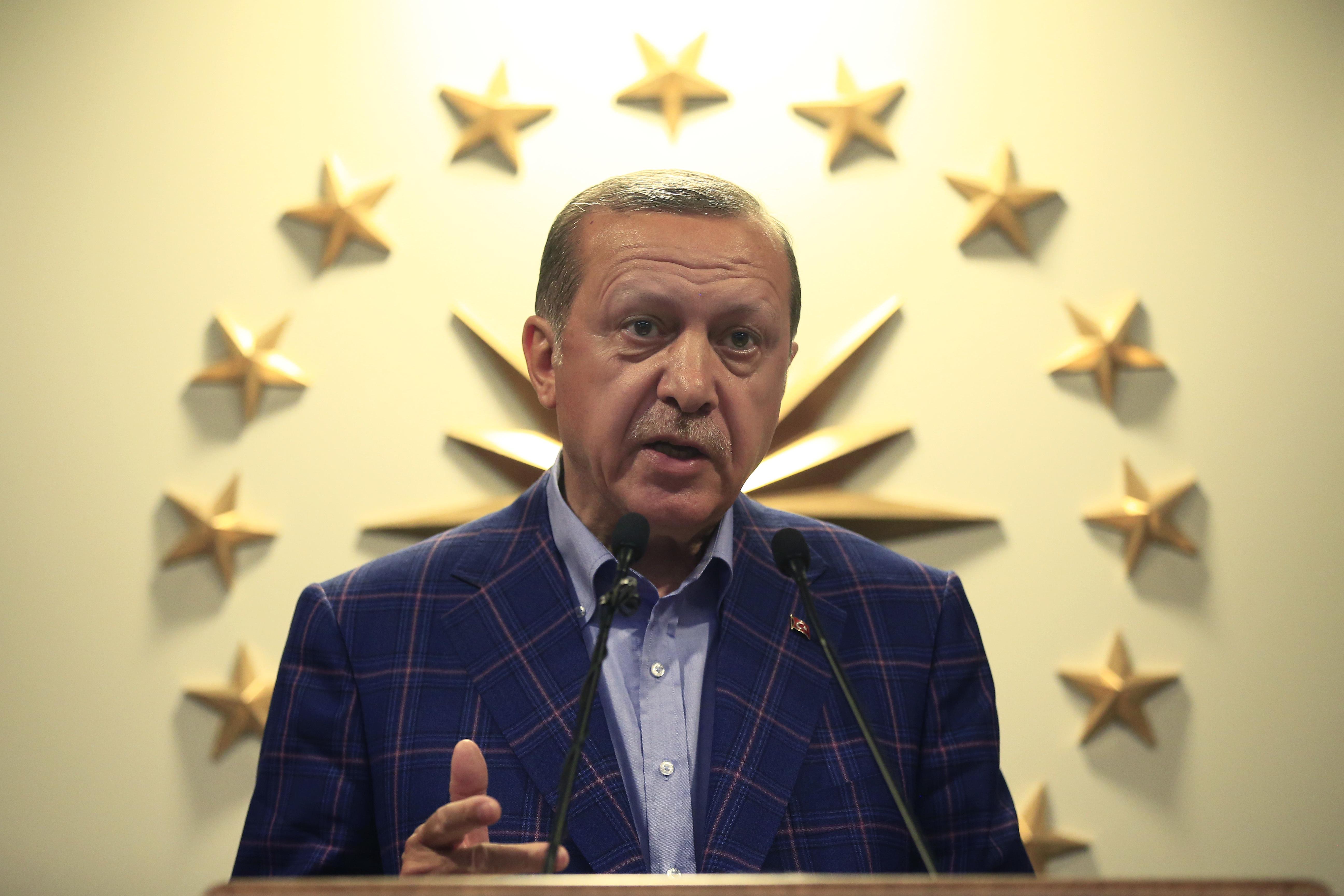 Ердоган мисли и за референдум за смъртно наказание