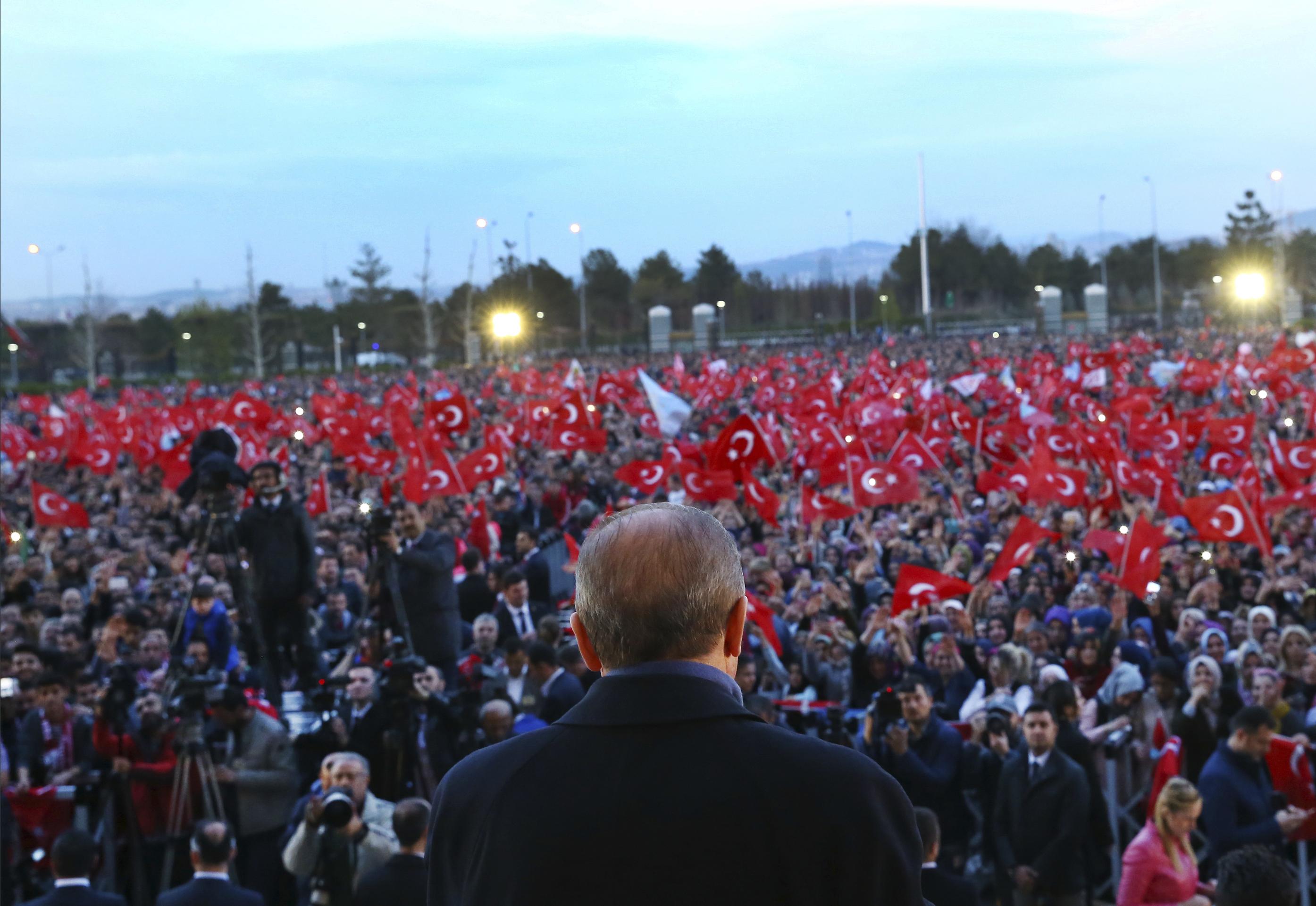 """Експерт: Гражданската война в Турция """"чука на вратата"""""""