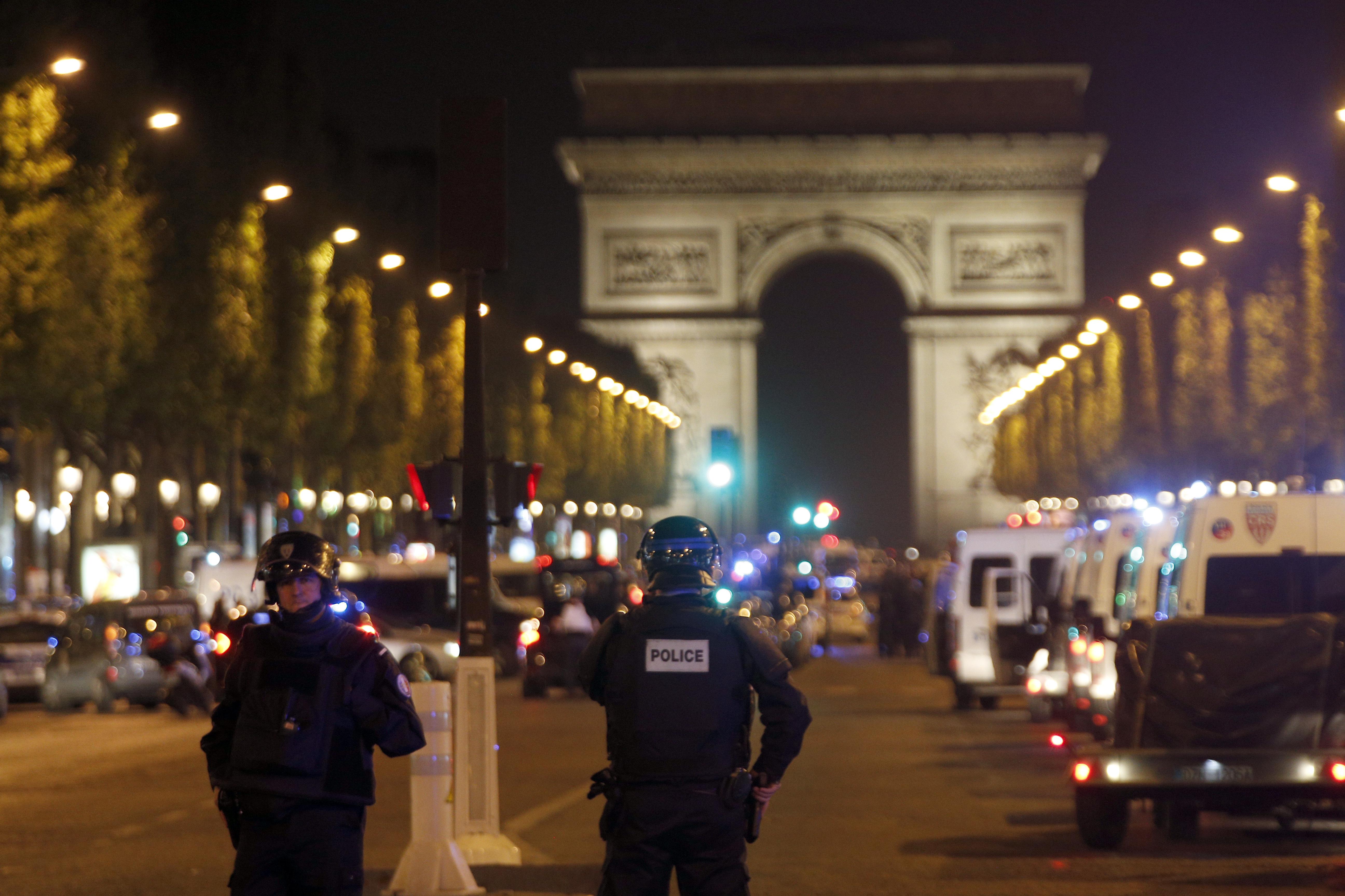 Френски полицай е застрелян в центъра на Париж