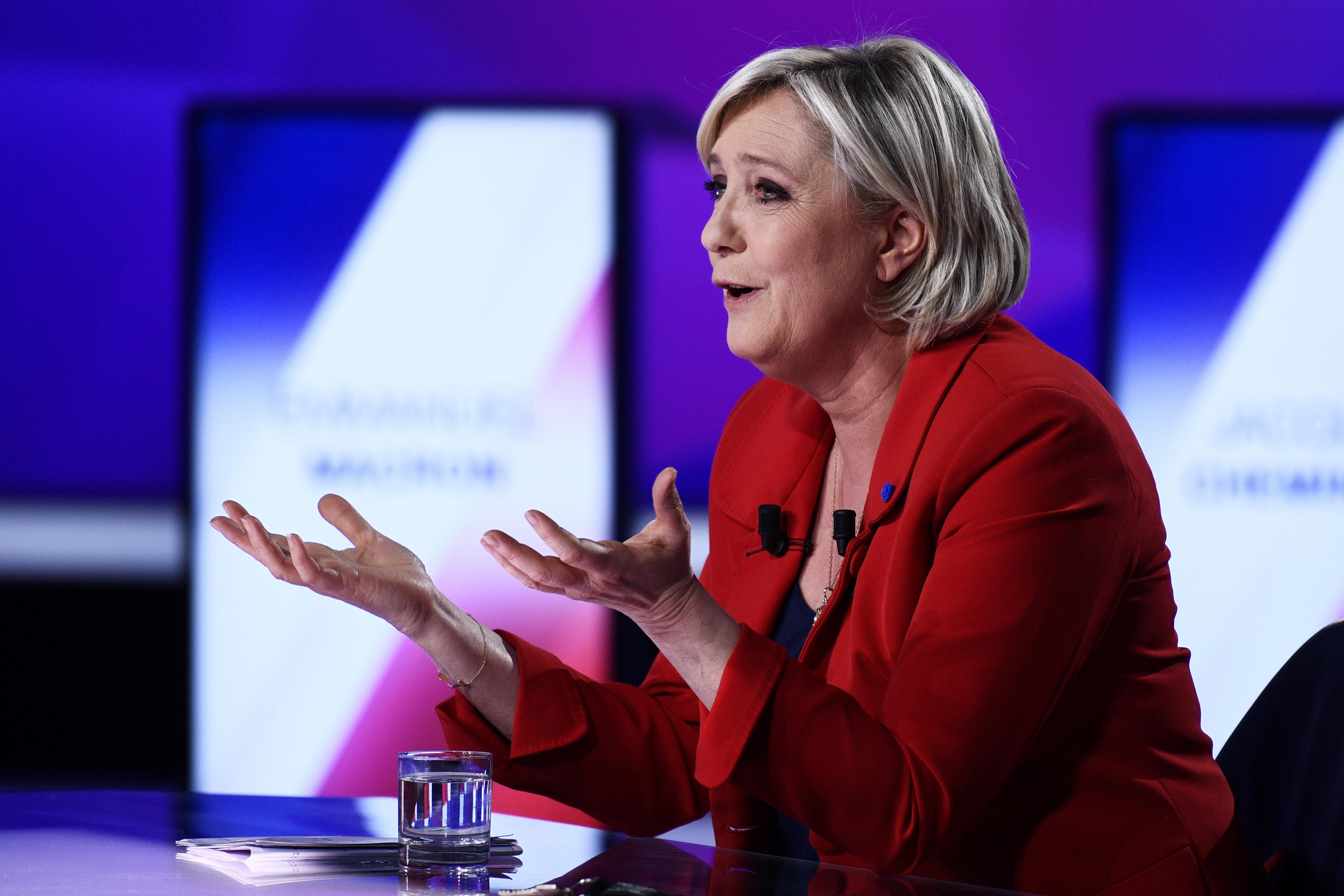 Кандидатите за президент на Франция подкрепиха полицията