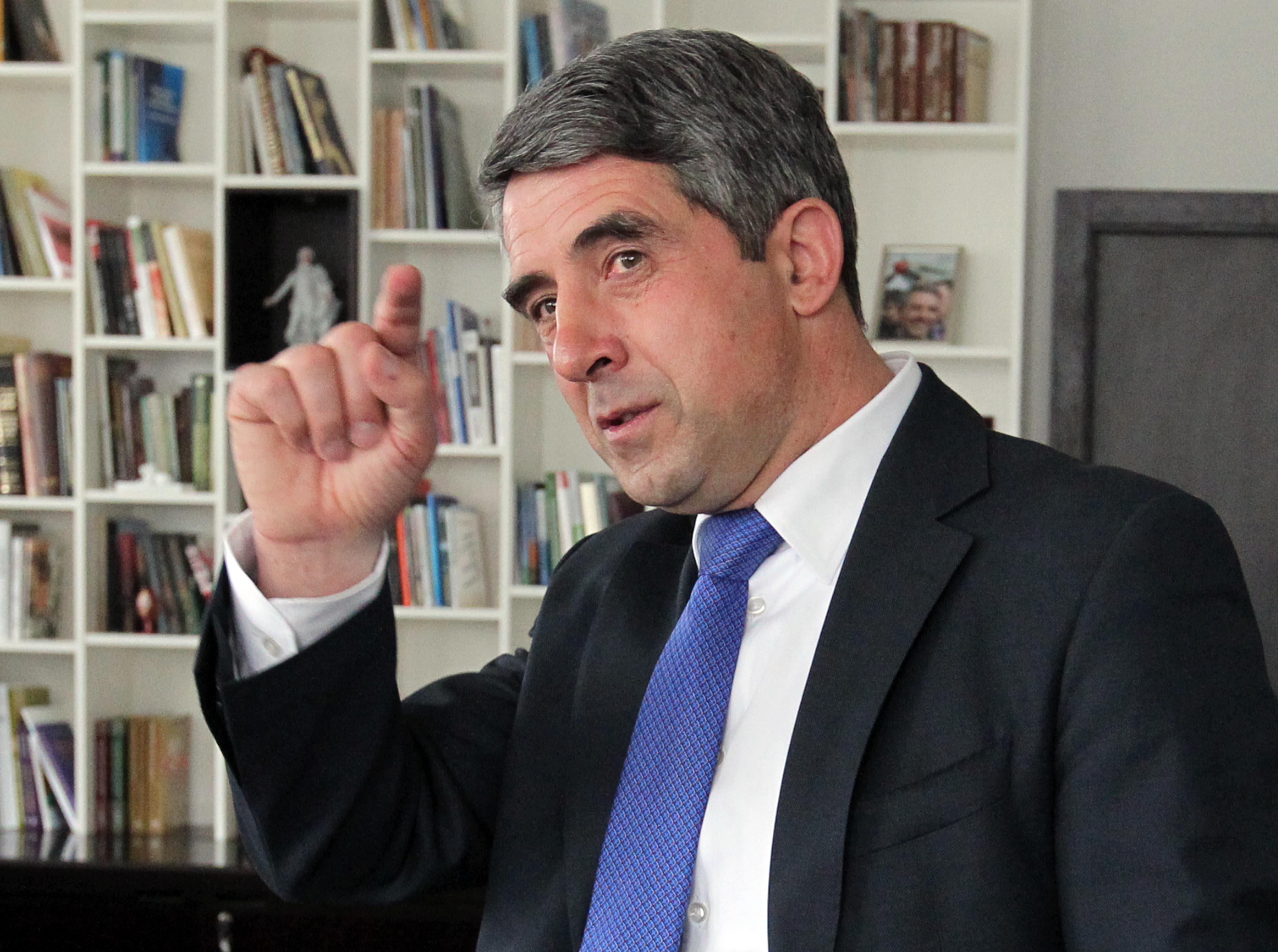 Плевнелиев: Радев прави грешки и разделя нацията