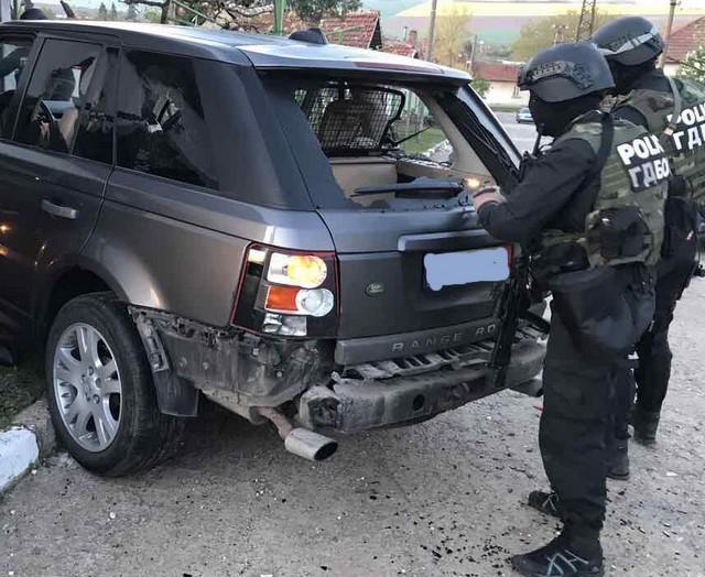 Жандармерия и ГДБОП блокираха Казанлък, има арести