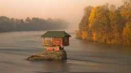 Вижте къщички за самотници накрая на света