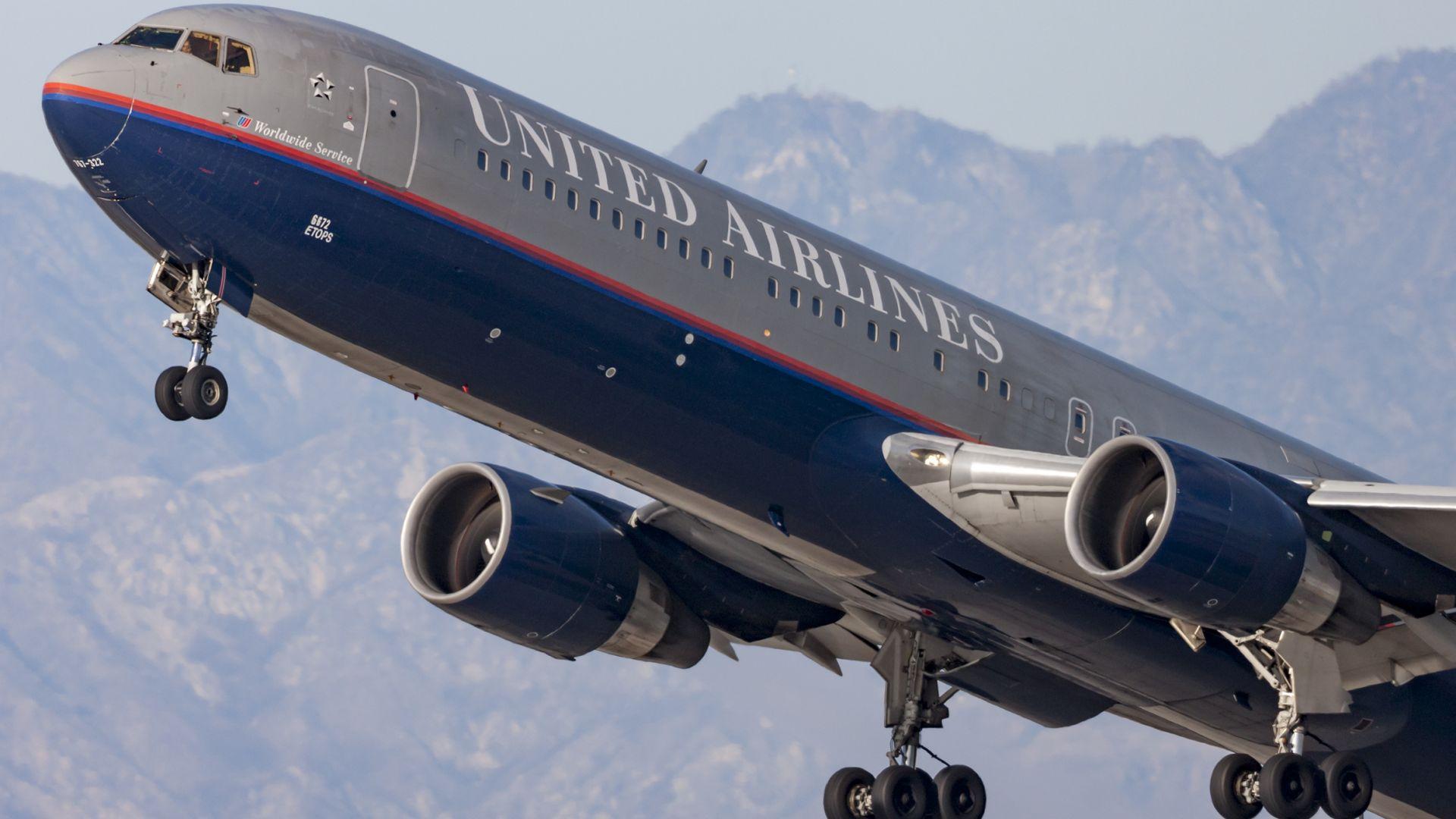"""Голяма авиокомпания одобри резервация на билети за """"неопределен пол"""""""