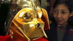 Бижутер предлага златна маска на Дарт Вейдър за 1,4 милиона долара