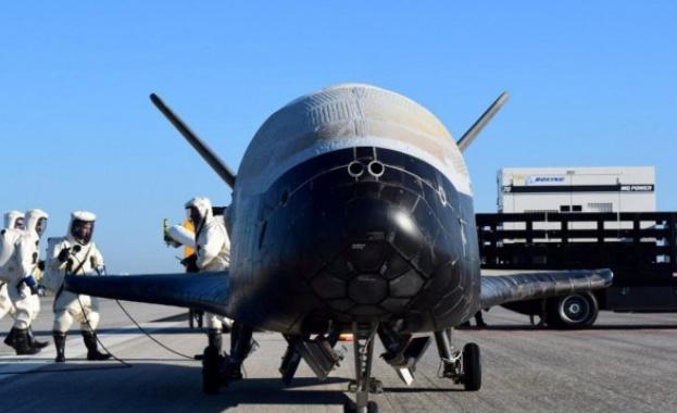 Експериментален космически самолет се върна на Земята след две години в орбита