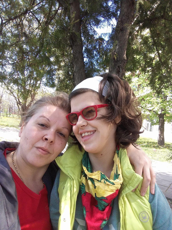 """Майката на """"невидимата"""" Вики: Мечтая да умра след нея"""