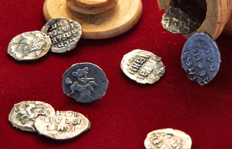 Откриха шахматна фигура с монети от епохата на Грозни