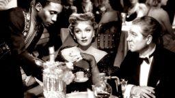 Жан Габен превръща мъжемелечката Марлене Дитрих в покорна домакиня