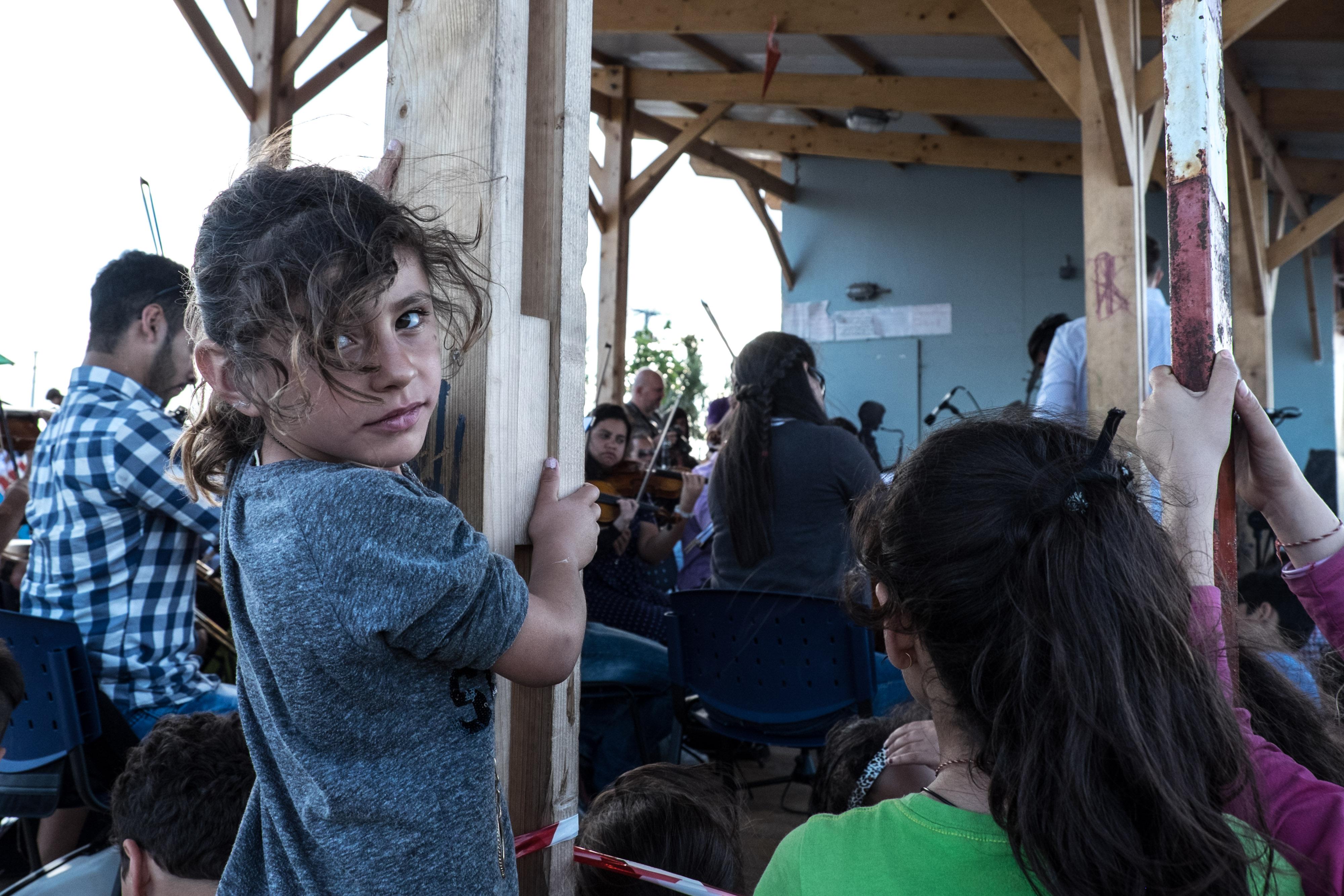 Скандал за сексуална експлоатация на бежанци тръгва в Гърция