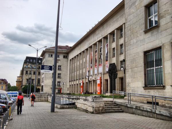 Васил Божков купи Телефонната палата в София