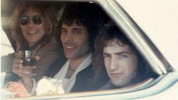 """Китаристът на """"Куин"""" Брайън Мей публикува неизвестни снимки на Фреди Меркюри и групата"""