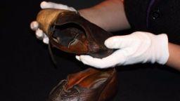 Обувки от кожата на обирджия - музеен експонат