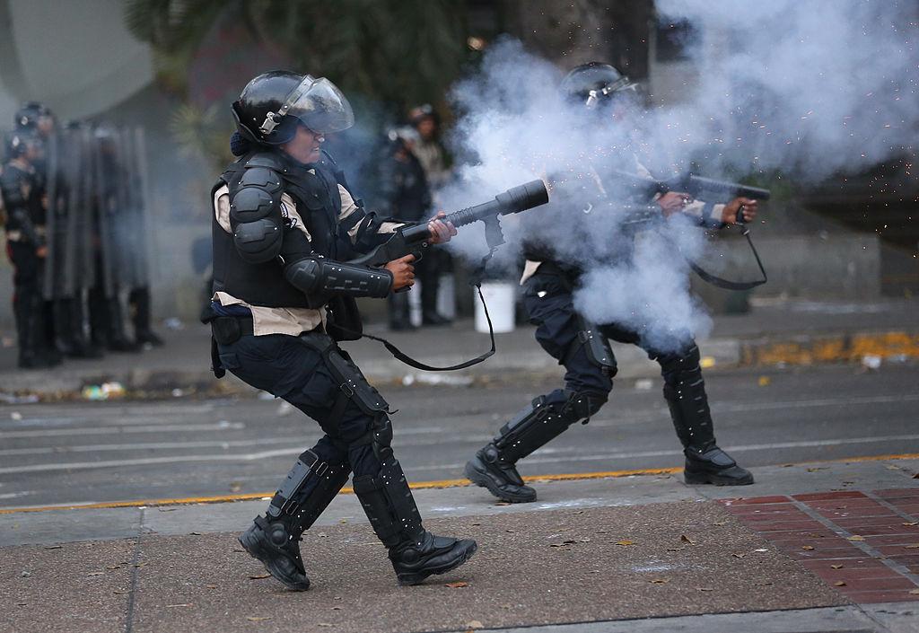 ЕС наложи санкции и оръжейно ембарго на Венецуела