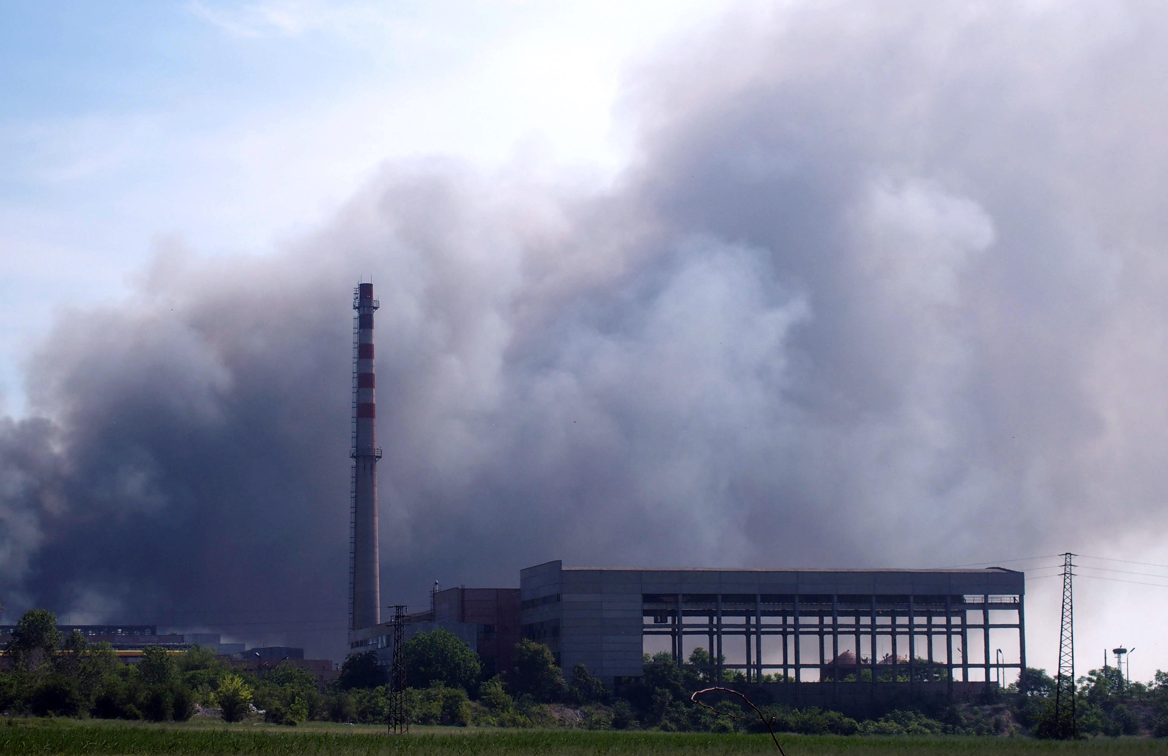 Склад в завода в Шишманци отново горя