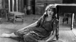 Първата голяма звезда на Холивуд - Мери Пикфорд, получава почетно военно звание