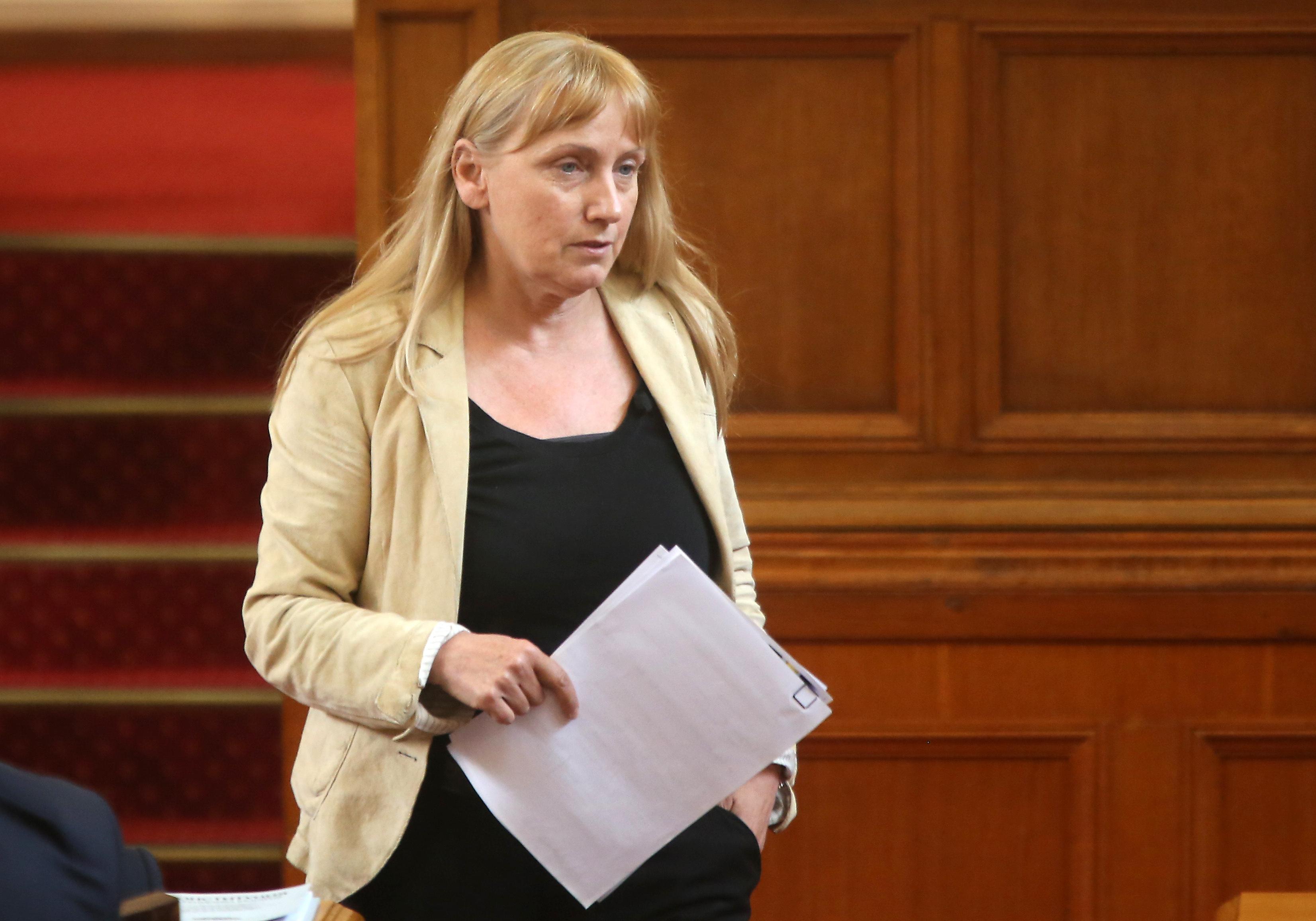 Йончева дава на прокурор Д. Добрев за поръчки за 50 млн. лв.