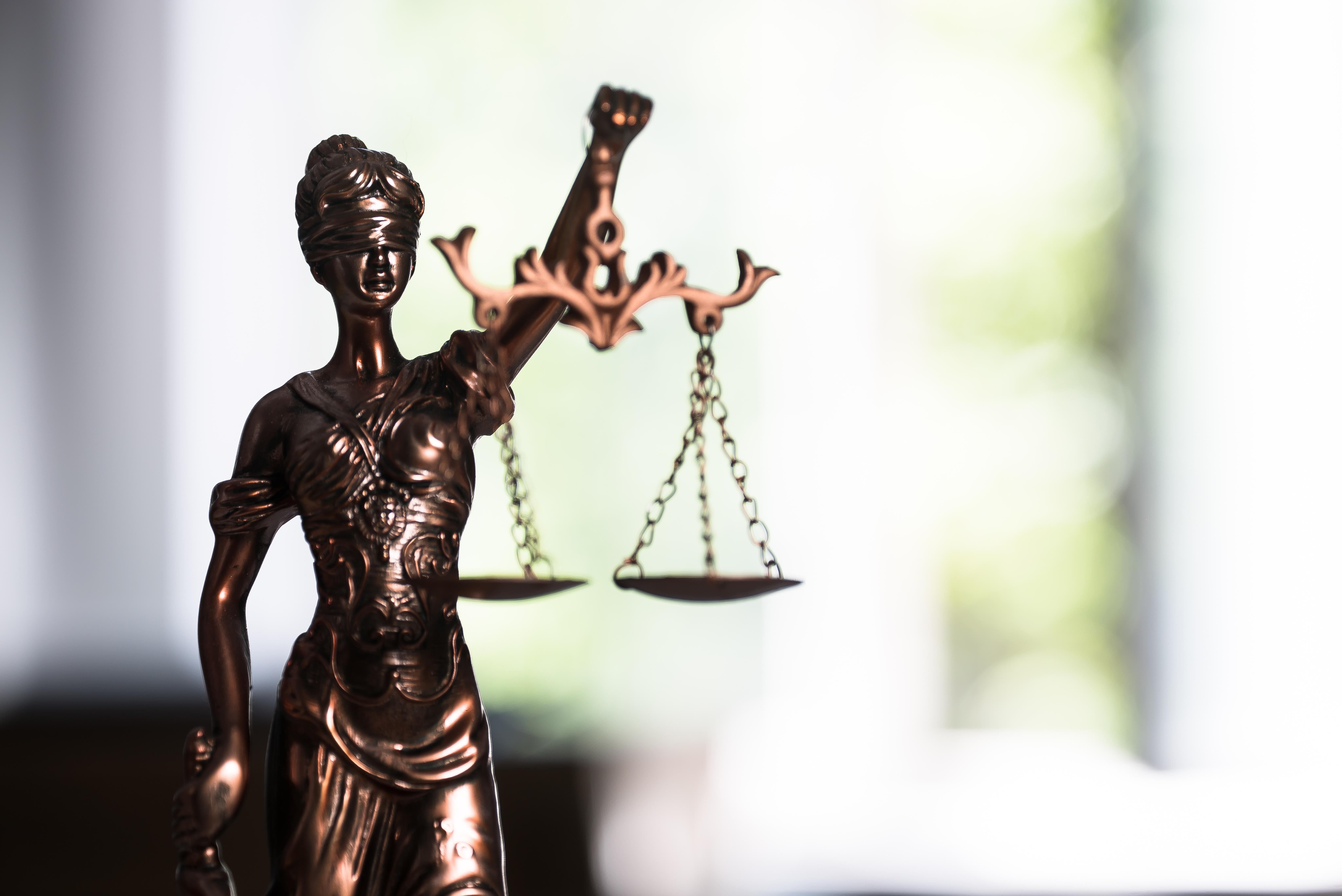 Съдебна битка на румънец, за да докаже, че е жив