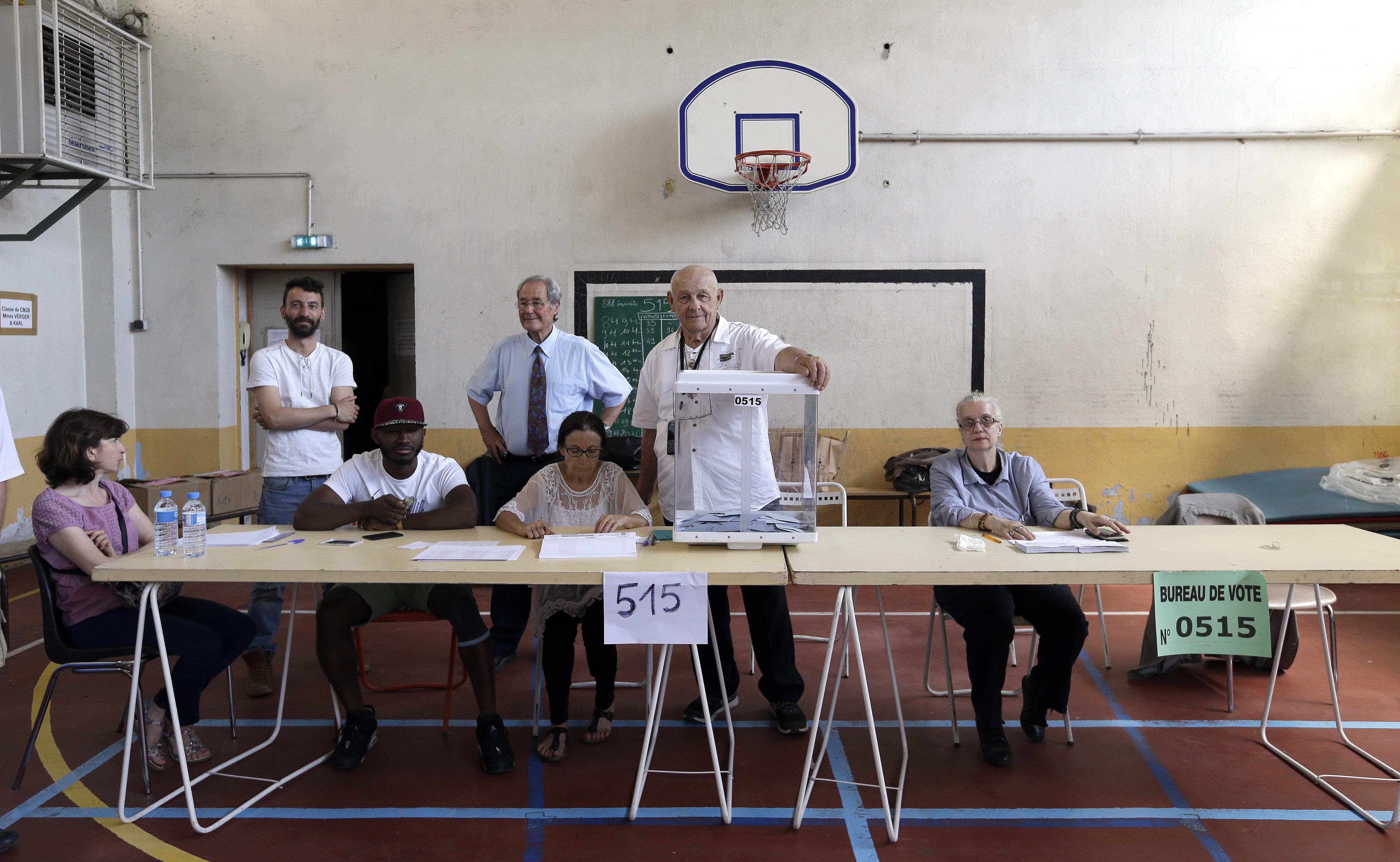 Партията на Макрон печели изборите с около 33%