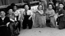Невероятната история на еврейско семейство лилипути, оцеляло в нацистки лагер