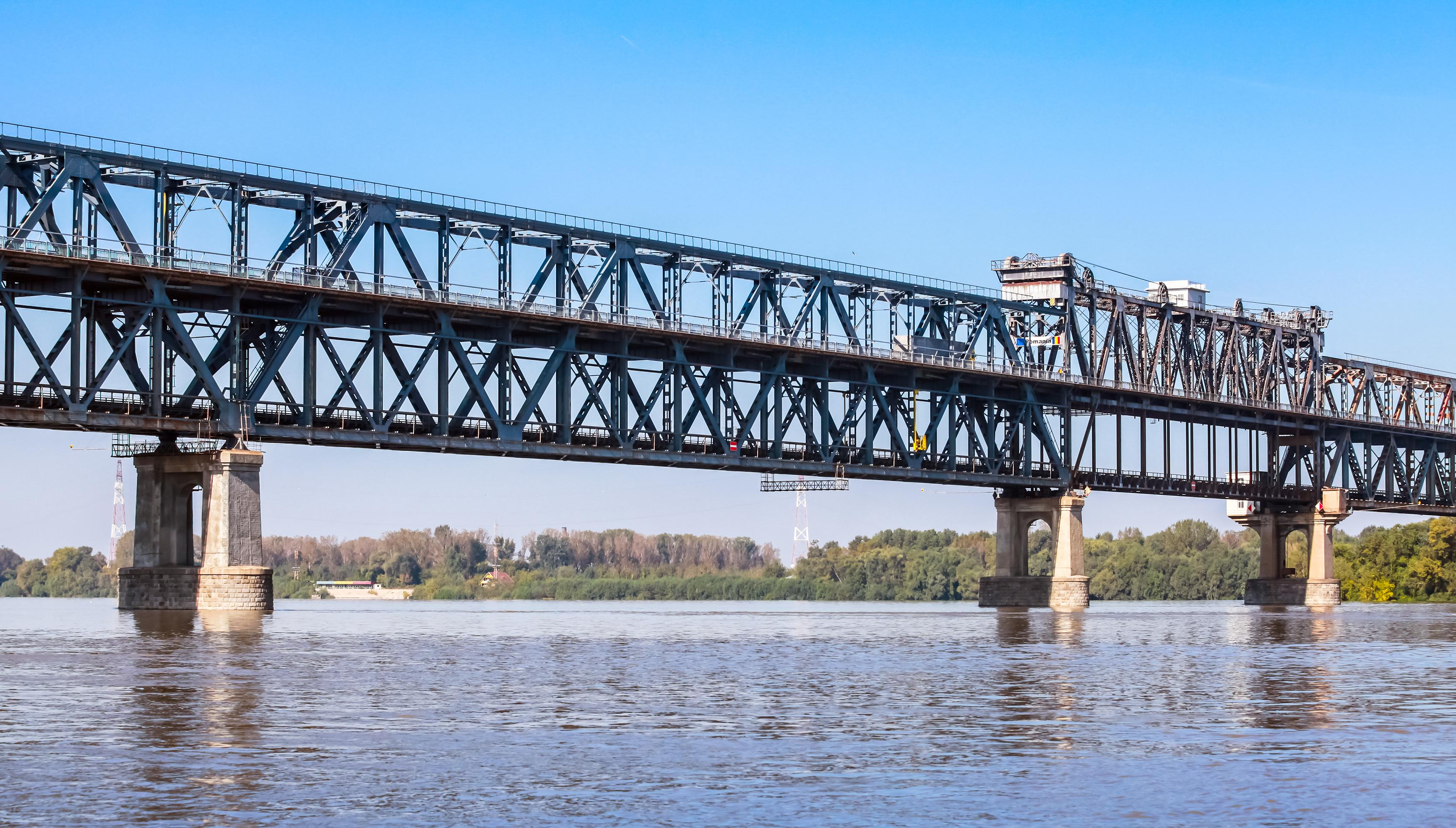 Засилен трафик на Дунав мост по празниците