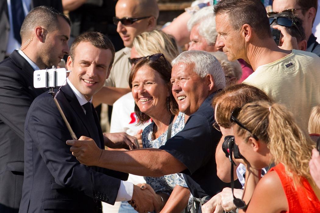 Партията на Еманюел Макрон спечели смазващо мнозинство