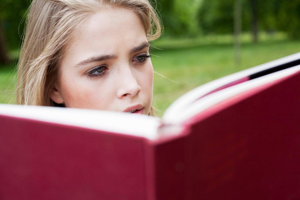 Момичетата с грим изкарват по-високи оценки на изпит