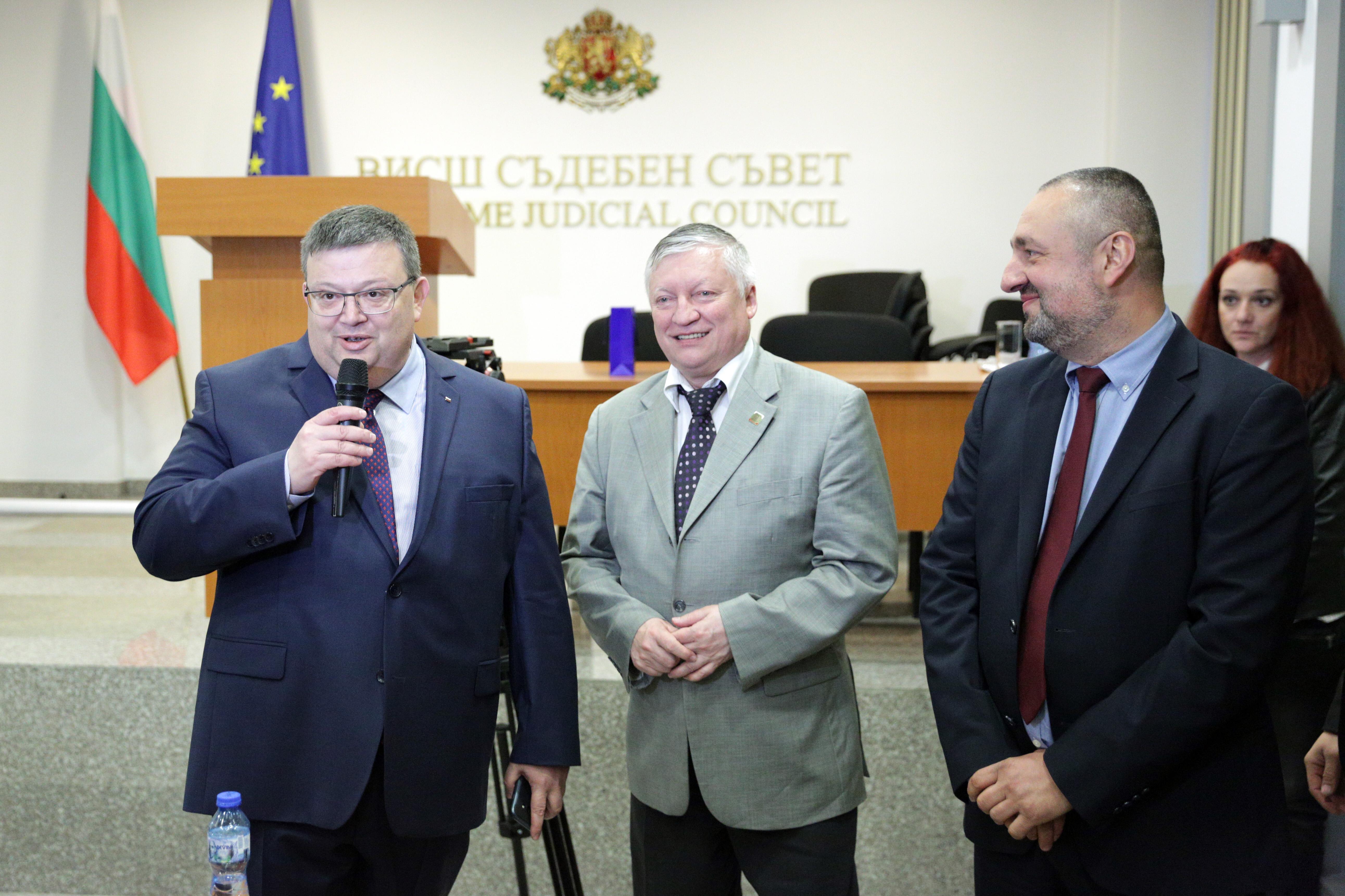 Цацаров: По-малко политика и съдебната реформа ще стане