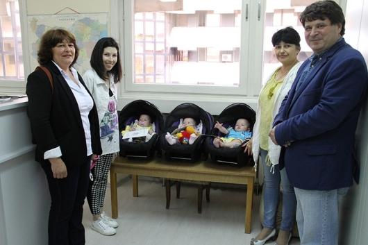 Първите тризнаци от 59 г. в Дупница - Айс, Мей и Фюриън