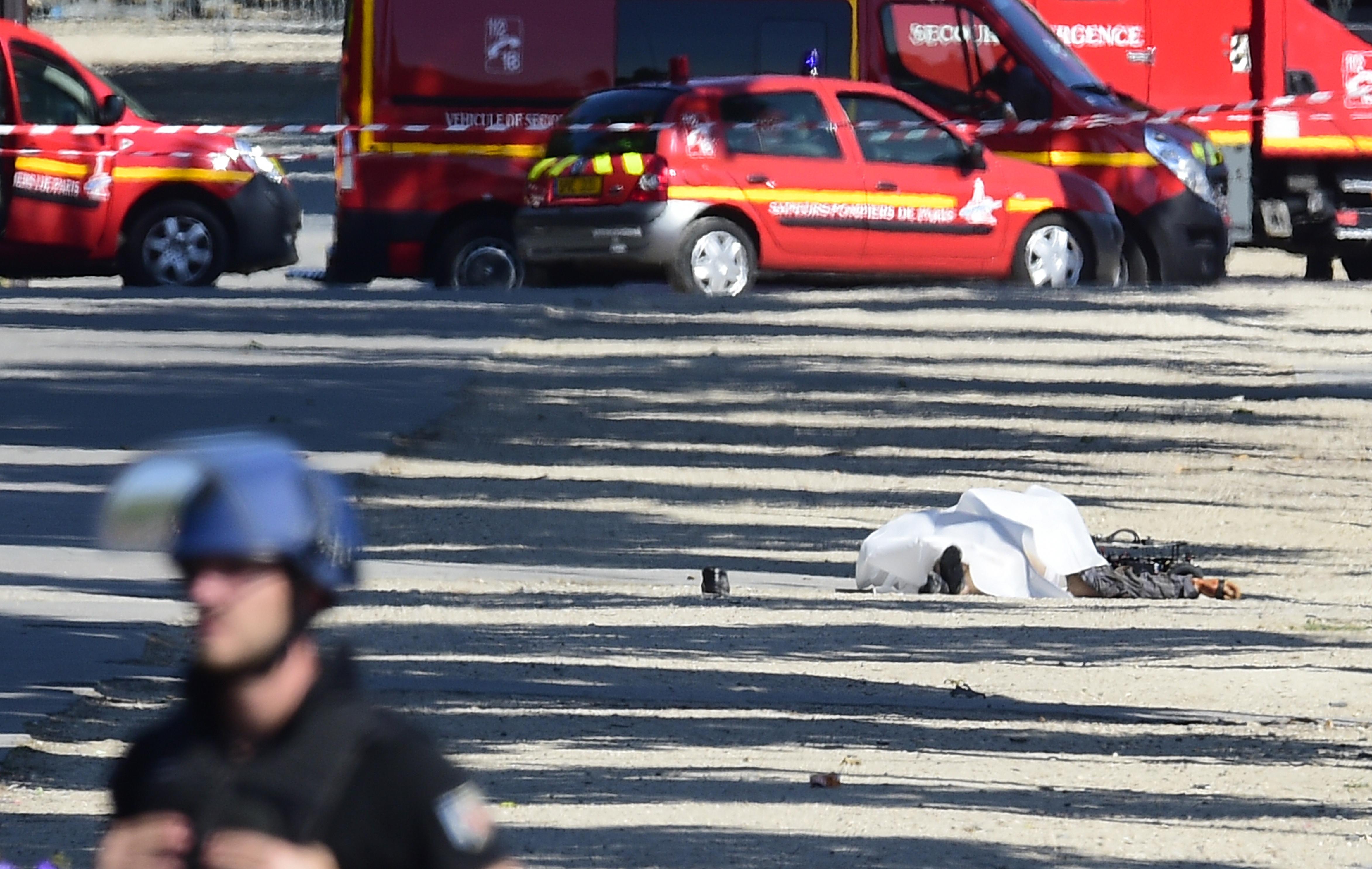 Атака срещу жандармерията в Париж, нападателят е убит
