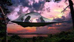 "Британски дизайнер ""кръстосва"" палатка с хамак"
