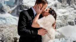 Влюбени разменят пръстени на Еверест