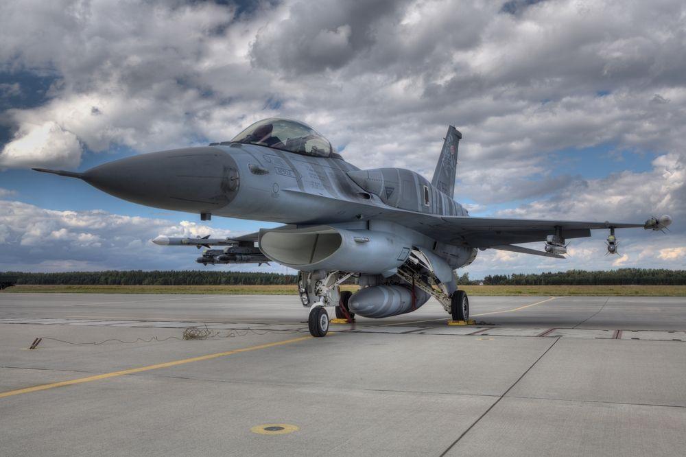 Офертата за F16 не отговаряла на условията за плащане