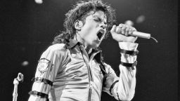 Краля на попа: Хората ме питат как правя музика. Просто стъпвам в нея...