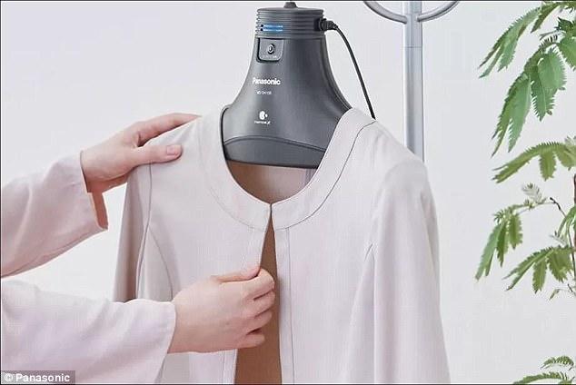 Закачалка премахва лошите миризми от дрехите