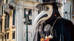 Зловещи маски, с които хората са крили лицата си през вековете